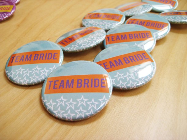 Team bride badges - blue