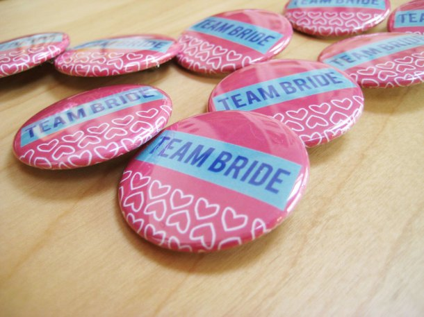 Team bride badges - pink