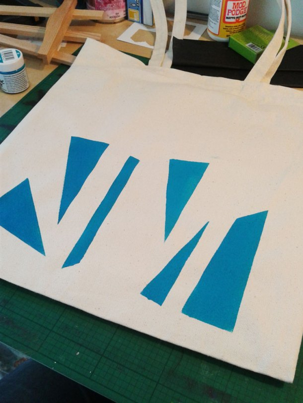 First colour on geometric tote bag