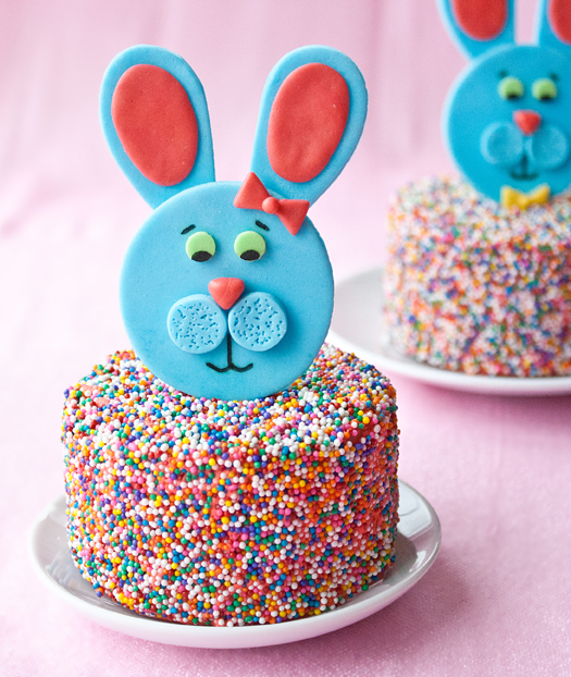 fondant-easter-bunny-toppers-3