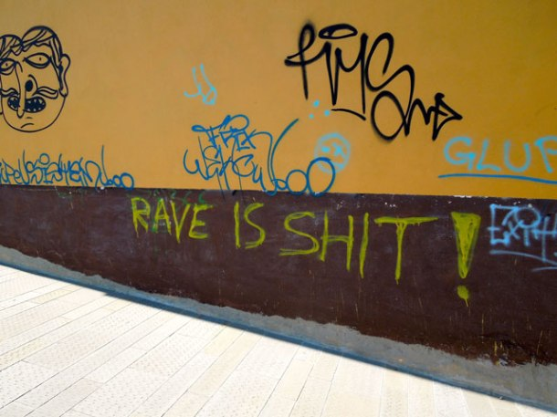 rave is shit graffiti