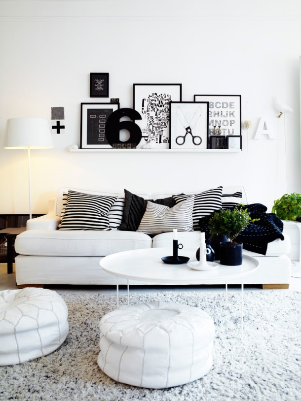 Ideas-for-Interior-Decorating-with-Black-and-White-Image-06-Black-and-White-Palatial-Living-Room-Shelving