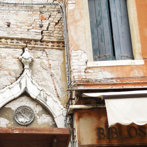 texture and colour in venice
