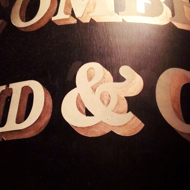 old fashioned ampersand